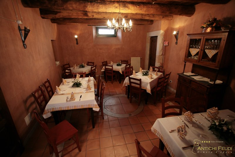 La taverna rustica antichi feudi dimora d 39 epoca hotel for Idee per arredare una taverna